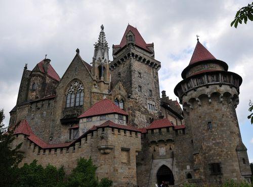 Raptor castle